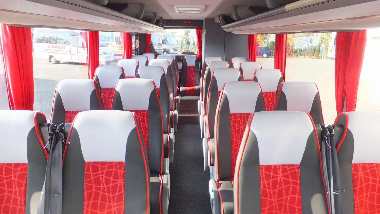 Reisebus, Kühlschrank, WC, 24 Sitzplätze