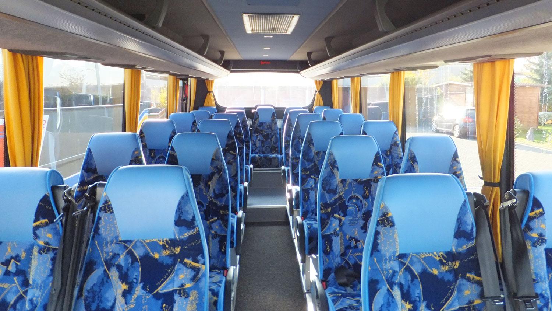 Reisebus, Kühlschrank, 26 Sitzplätze
